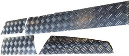 R/ROVER CLASSIC CHEQUER SKIRTING KIT (4 DOOR)
