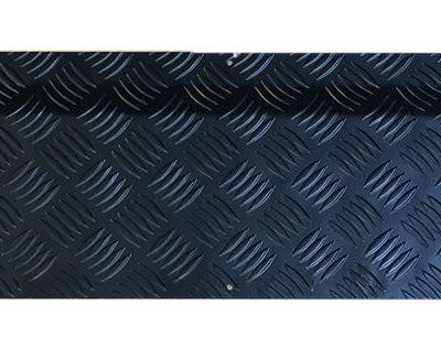 DISCOVERY 1 REAR DOOR BOTTOM COVER BLACK (7 SEATER AND COMMERCIAL)