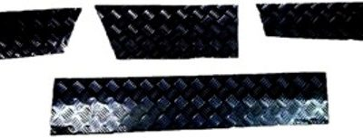DISCOVERY 1 SKIRTING CHEQUER PLATE BLACK